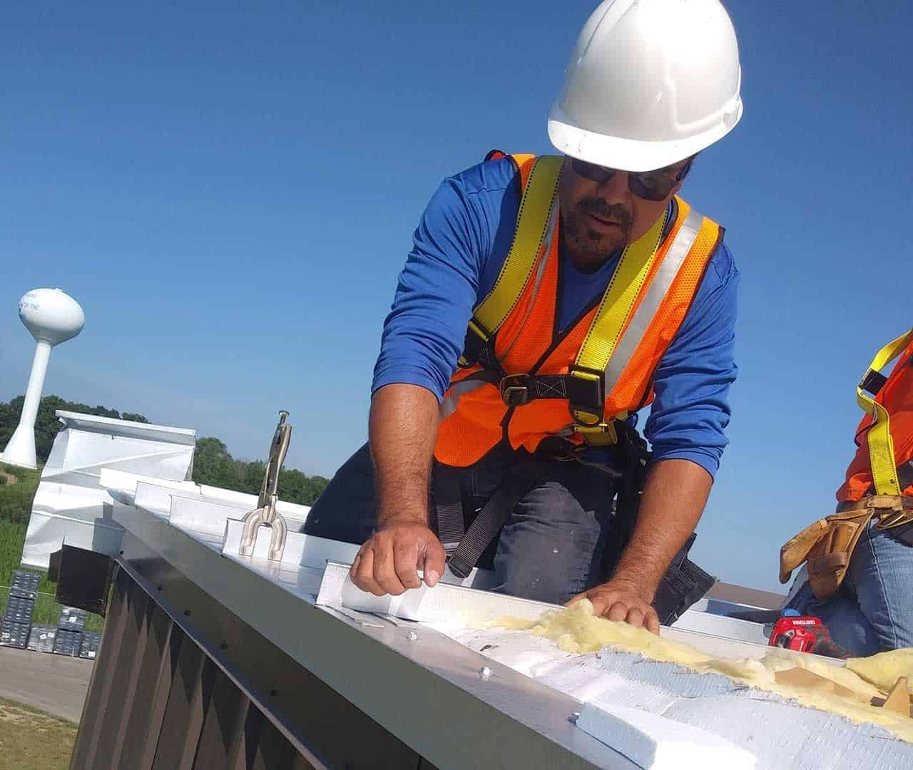 roofing contractor working in indianapolis